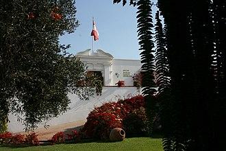 Larco Museum - Image: Fachada Museo Larco en baja