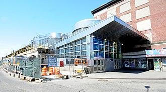Far Rockaway–Mott Avenue (IND Rockaway Line) - Image: Far Rockaway Rehab