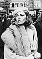 Faye Dunaway on the set of Voyage of the Damned, 1975.jpg