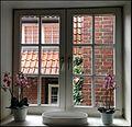 Fenster zum Hof 1 (Hotel Bremer Hof in Lüneburg).jpg