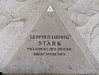 Feuerhalle Simmering - Arkadenhof (Abteilung ALI) - Leopold Ludwig Stärk 02.jpg