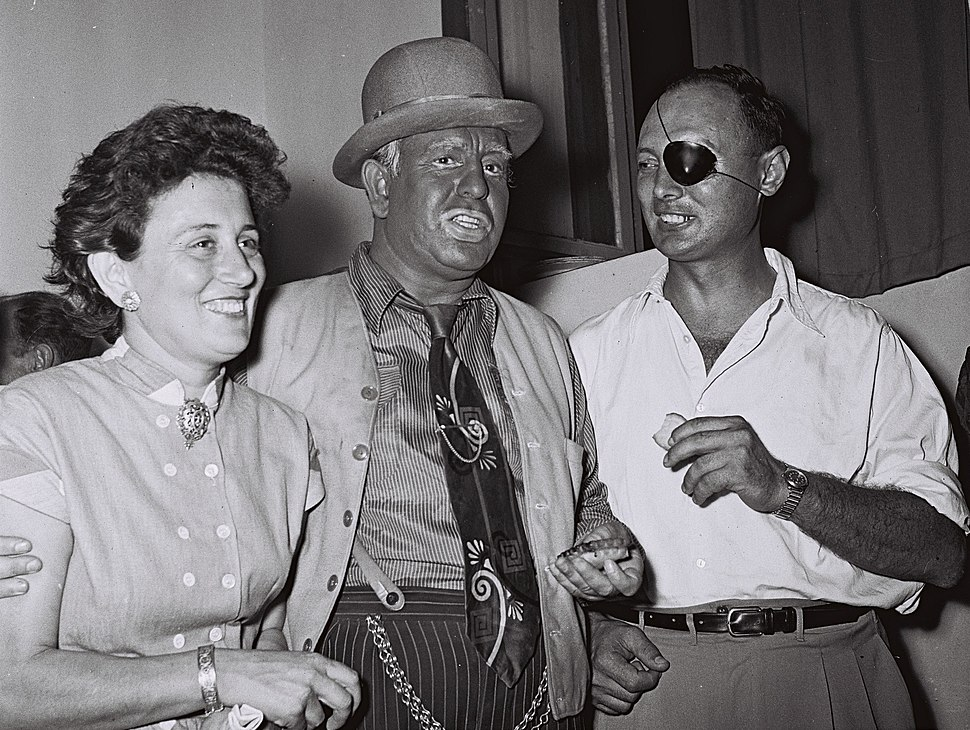 Flickr - Government Press Office (GPO) - MOSHE DAYAN AND HIS WIFE RUTH WITH ONE OF THE HABIMA ACTORS