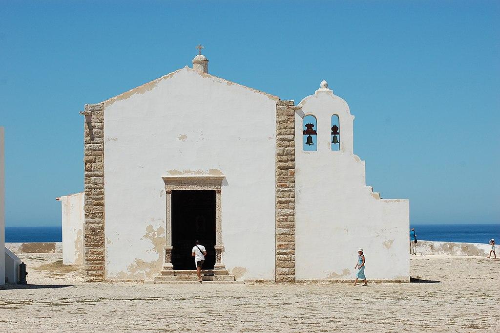 L'église Nossa Senhora da Graça em Sagres de la forteresse de Sagres. Photo de Valentina.desantis