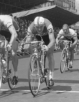 Frans Melckenbeeck - Melckenbeeck finishing behind André Darrigade in the 2nd stage of Tour de France in 1962