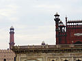 Front view of Badshahi mosque.jpg