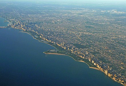 Downtown and the North Side with beaches lining the waterfront Full chicago skyline.jpg