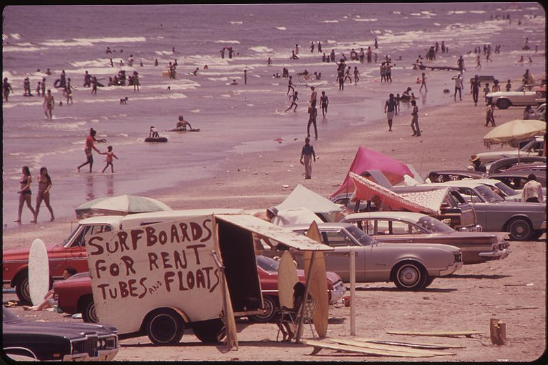 File:GALVESTON'S WEST BEACH ON THE GULF OF MEXICO DRAWS HUGE CROWDS-AND PROVIDES THE ENTERPRISING A CHANCE TO TURN A DOLLAR - NARA - 550921.jpg