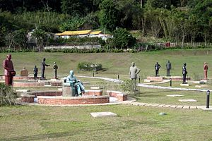 Chiang Kai-shek statues - Garden of the Generalissimos: Hundreds of removed CKS statues from all over Taiwan have found a home in Cihu.