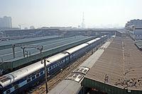 As plataformas de estação de Nova Deli