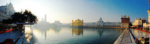 English: Panorama of the Golden Temple at Amri...