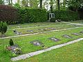 Gräberfeld für die Grubenopfer auf dem Bugginger Friedhof.jpg