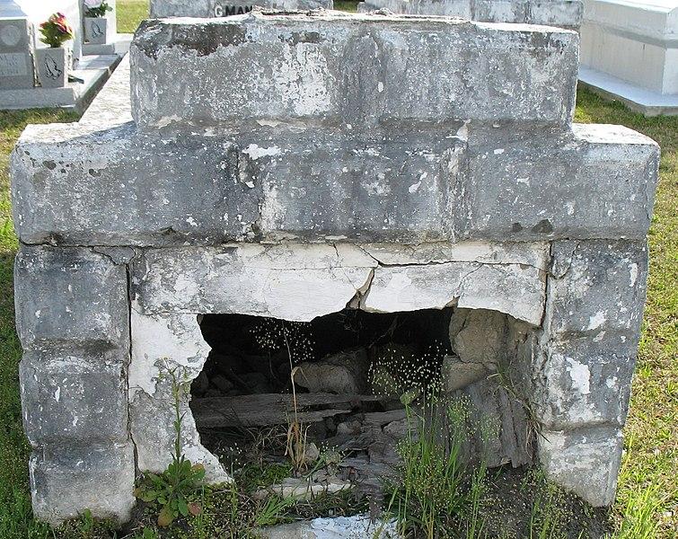 File:Grave Robbers? (430923178).jpg