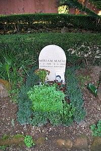 Grave of Miriam Mafai at Cimitero acattolico Rome.jpg