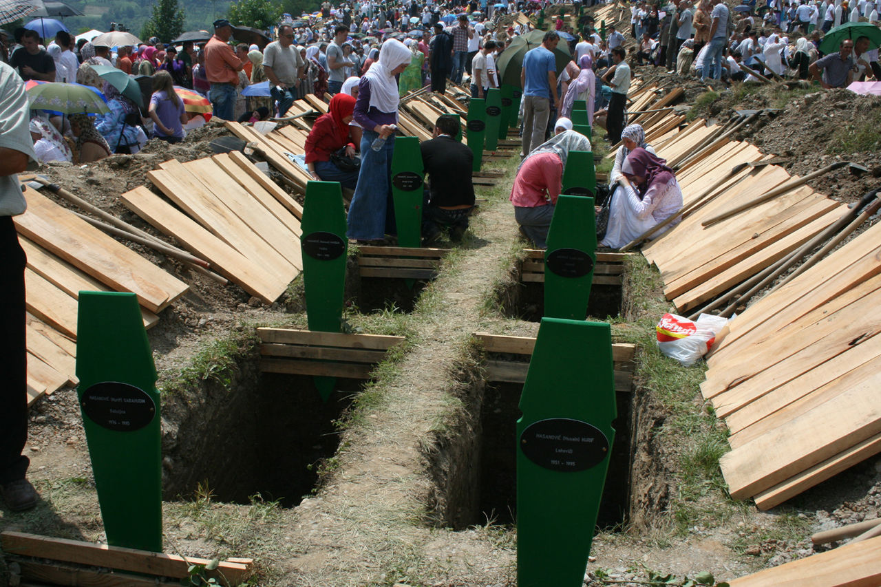 Graves srebrenica bosnia and herzegovina.jpg