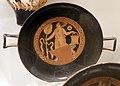 Gruppo delle coppe non assegnabili, kylix falisca con menade con situla, 320 ac ca., dalla tomba 424 alla banditaccia.jpg