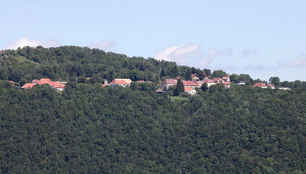 Vue de Hautepierre-le-Châtelet depuis le belvédère de Renédale.
