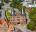 Holstentor von der Petrikirche.jpg