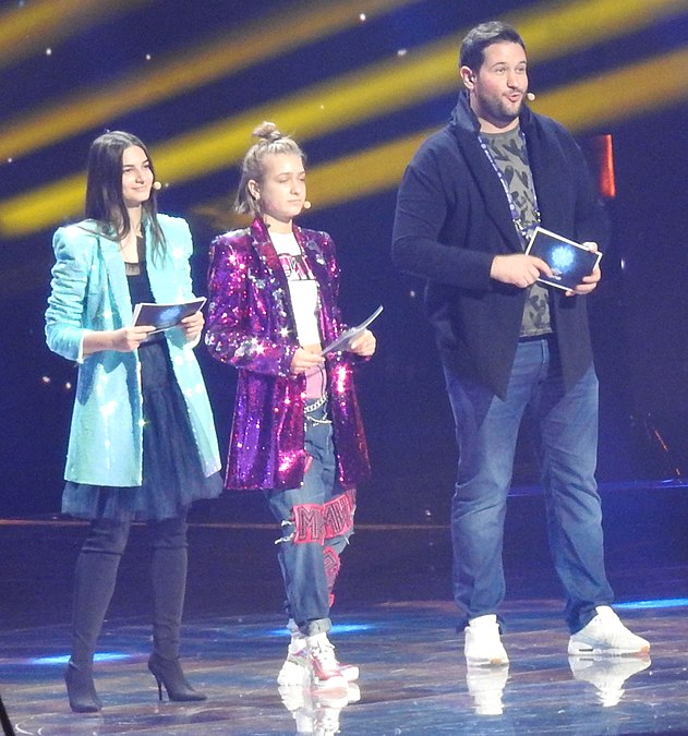 Hosts of JESC 2018.jpg