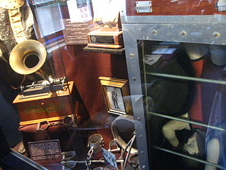 The Magic Circle (organisation) - 'Houdini's Cabinet' at The Magic Circle Museum, London