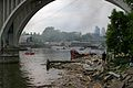 I-35W-collapse-riverbank-observer-Minneapolis-20070801.jpg