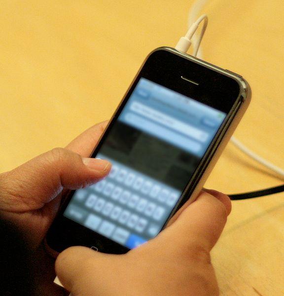 File:IPhone Release - Seattle (keyboard) cropped.jpg