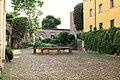 Imola, palazzo tozzoni, cortile-giardino 02.jpg