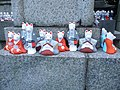 Inari fox statues, Fushimi Inari-taisha 07.jpg