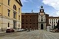 Ingresso della Università Cattolica di Milano visto da piazza Sant'Ambrogio; a sinistra la caserma Garibaldi.jpg