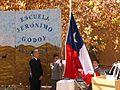 Izando la bandera de Chile, en la fiesta del 21 de mayo (Día de las Glorias Navales), en Pisco Elqui (Chile).jpg