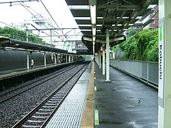 JREast-Yokohama-line-Kobuchi-station-platform.jpg