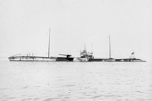 Japanese submarine Maru-1 in 1919.jpg