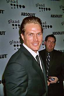 Jason Lewis at 2007 GLAAD Awards.jpg