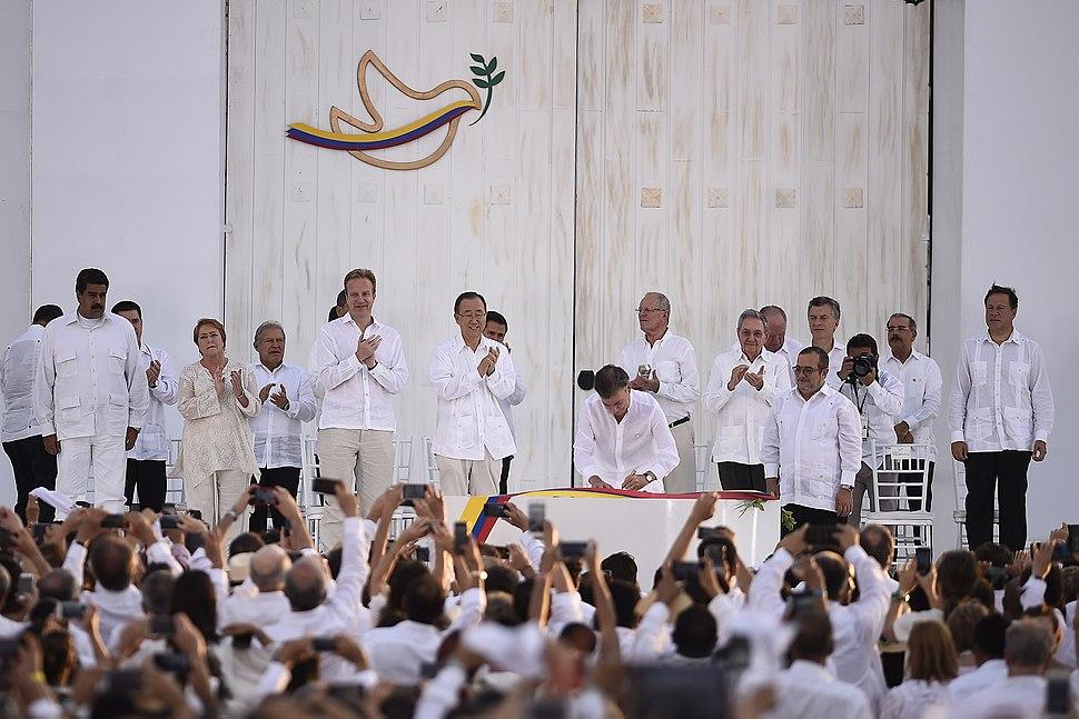 Jefa de Estado participa en ceremonia de la Firma de la Paz entre el Gobierno de Colombia y las FARC E.P. (29953487045)