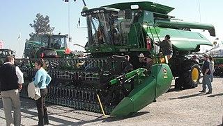 Combine harvester Machine that harvests grain crops