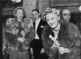 Jussi Award in 1944. Ansa Ikonen received Jussi for Best Actress. Jussi Award 1944 Ansa Ikonen.jpg