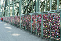 Köln – Liebesschlösser - Hohenzollernbrücke 2016 01.jpg