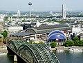 Kölner Hauptbahnhof - Hohenzollernbrücke - Musical Dome.jpg
