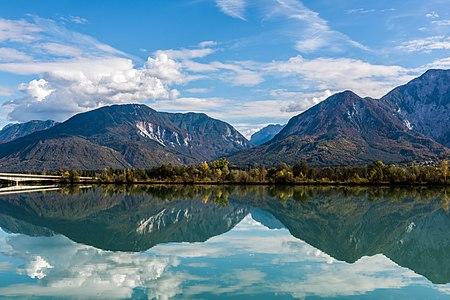Ferlach reservoir of the river Drava in Unterschlossberg (below the castle Hollenburg), municipality Köttmannsdorf, district Klagenfurt Land, Carinthia, Austria, EU