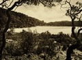 KITLV - 75174 - Kurkdjian, Fotograaf George P. Lewis, aldaar werkzaam - Sourabaya, Java - Telaga Bodas (White Crater lake) in Garut - circa 1920.tif