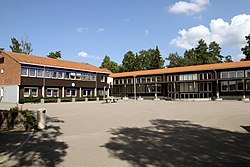 Karlsrud skole (2016-07-24).jpg
