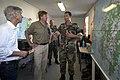 Koning Willem-Alexander en minister Plasterk krijgen een briefing van majoor der mariniers Oscar Prins over de stand van zaken.jpg