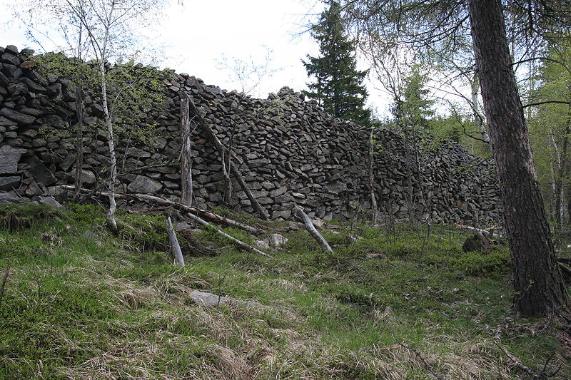 File:Kopaniec Stone Wall.jpg