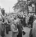 Kranslegging door bevrijde Franse politieke gevangenen op het graf van de Onbeke, Bestanddeelnr 900-2606.jpg