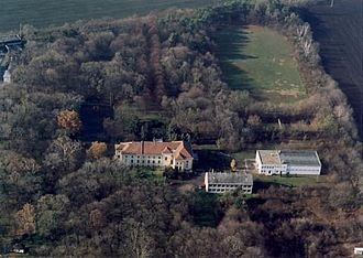 Lőrinci - Aerial photo of the castle and its surroundings at Lőrinci