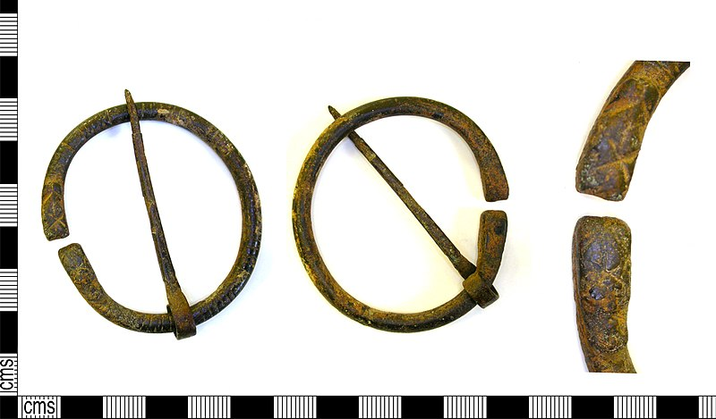 File:LEIC-D37E54 - Roman or early medieval penannular brooch (FindID 581063).jpg