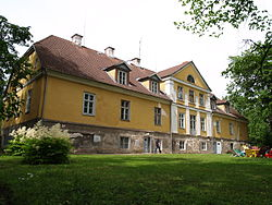 Lahmuse manor house 2.JPG