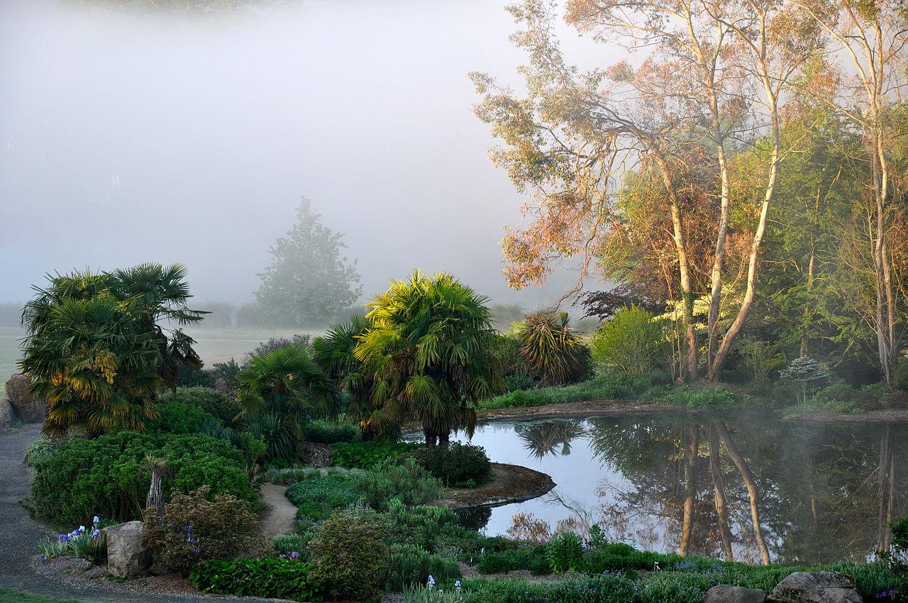 file le jardin de la source bleue au centre du parc