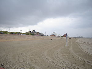 Leffrinckoucke - Image: Leffrinckoucke Beach 2