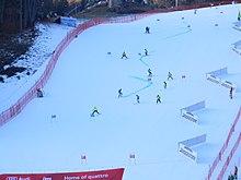 Preparazione della pista Schlossberg di Lienz per una gara di slalom gigante nel 2015.