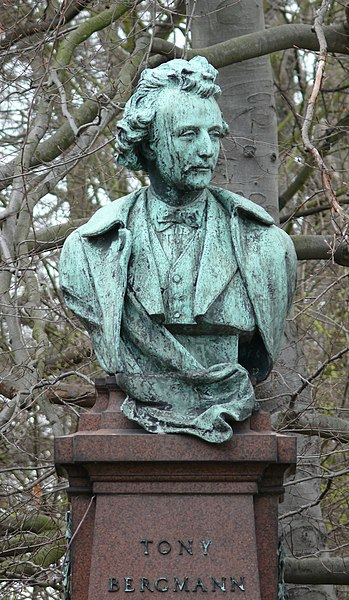Bust of the writer Tony Bergmann (1898), part of the Bergmann monument in Lier (Belgium), by Frans Joris (1851 - 1914).